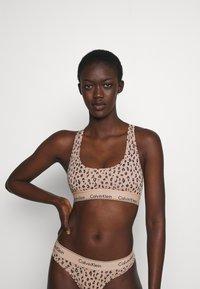 Calvin Klein Underwear - MODERN UNLINED BRALETTE - Alustoppi - savannah/honey almond - 0
