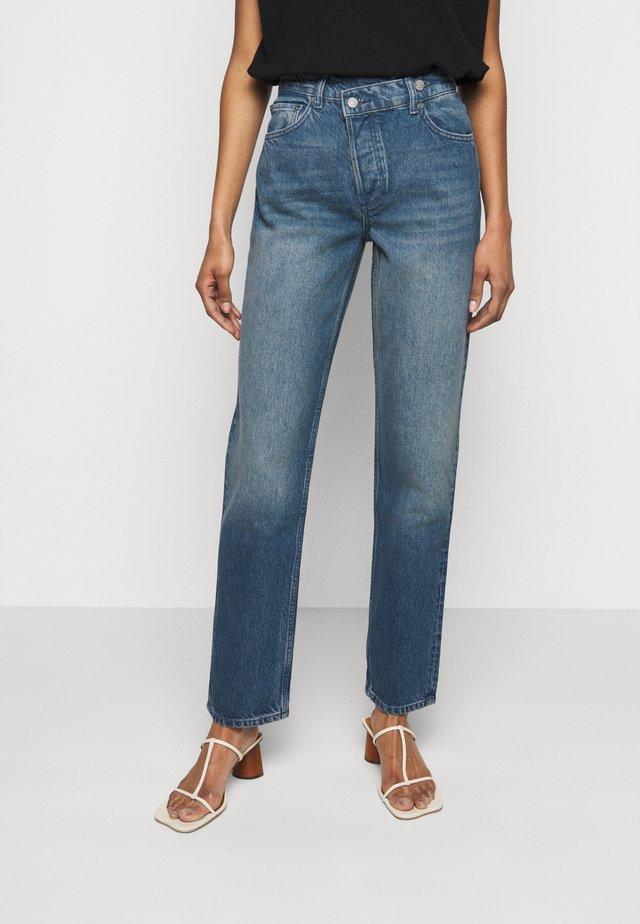 THE CASEY - Jeans Straight Leg - blue denim