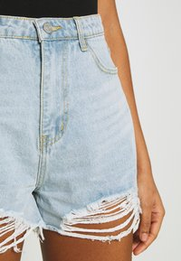 Missguided - EXTREME FRAY RIOT - Shorts di jeans - light blue - 5