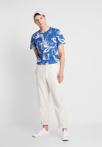 Weekday - PICTOR ALOHA  - T-shirts print - blue - 1