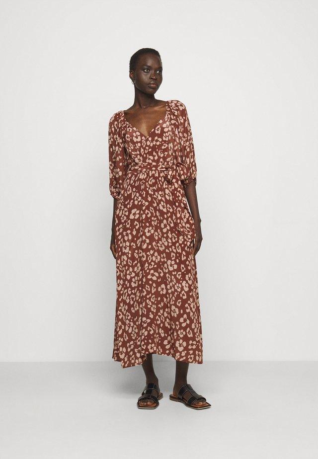 KATHERINE DRESS - Korte jurk -  mahogony
