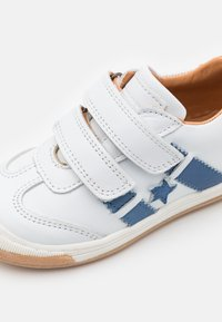 Bisgaard - JOHAN - Touch-strap shoes - white - 5