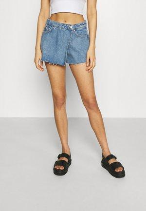SLIDE - Denim shorts - hanson blue