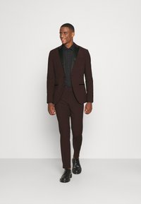 Isaac Dewhirst - THE TUX - Kostym - bordeaux - 1