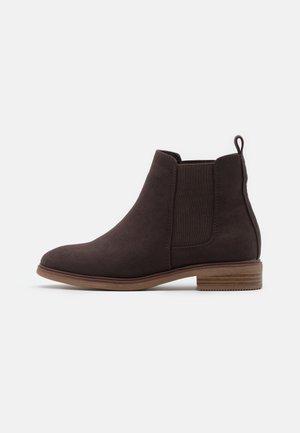 WIDE FIT SOLE CHELSEA - Boots à talons - brown