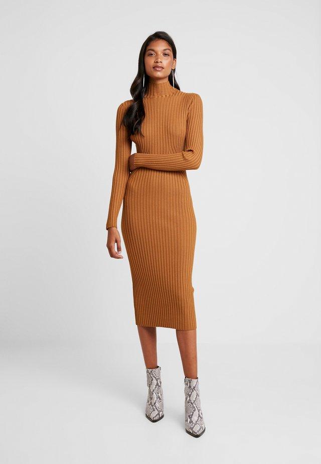 KARLINA DRESS - Strikket kjole - brown