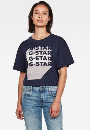 GRAPHIC LOGO LOOSE - Basic T-shirt - sartho blue