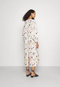 Mother of Pearl - VNECK MIDI DRESS WITH ROPE CUFF TIE - Vestito estivo - herbarium ivory - 2