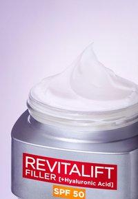L'Oréal Paris Skin - REVITALIFT FILLER ANTI-AGE DAY CREAM SPF50 - Anti-Aging - - - 2