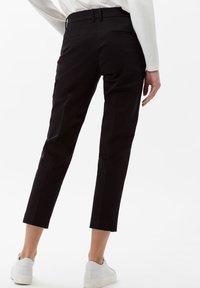 BRAX - STYLE MARA S - Pantalon classique - perma black - 2