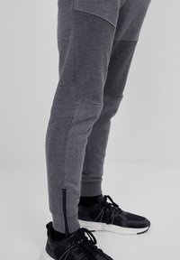 Bershka - Träningsbyxor - dark grey - 3