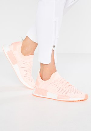 NMD_R1 STLT PK - Tenisky - clear orange/cloud white