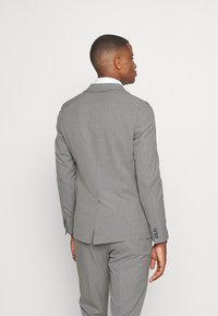 Isaac Dewhirst - THE RELAXED SUIT  - Oblek - light grey - 3