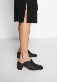 Trendyol - Pouzdrová sukně - black - 3