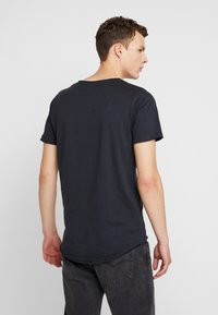 Jack & Jones - JORDARK CITY TEE CREW NECK REGULAR - Camiseta estampada - tap shoe - 2