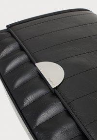PARFOIS - CROSSBODY CHUCK M - Across body bag - black - 3