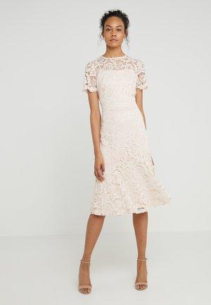 LOKI SHORT SLEEVE DRESS - Koktejlové šaty/ šaty na párty - belle rose