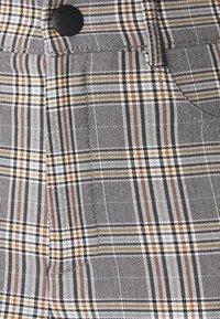 Vero Moda Petite - VMAUGUSTA CHECK - Trousers - black/white/yellow - 2