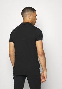Tommy Hilfiger - GLOBAL CHEST TAPE SLIM - Polo shirt - black - 2