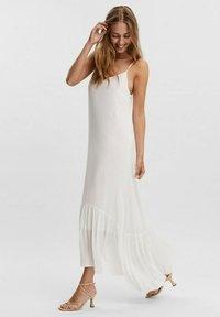 Vero Moda - Maxi dress - blanc - 4