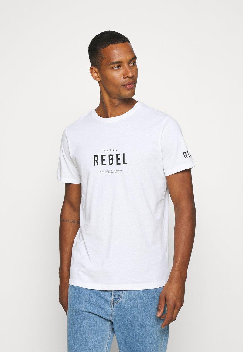Redefined Rebel - RONAN TEE - Print T-shirt - white