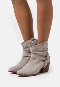 Musse & Cloud - CAMILA - Cowboy/biker ankle boot - ice - 0
