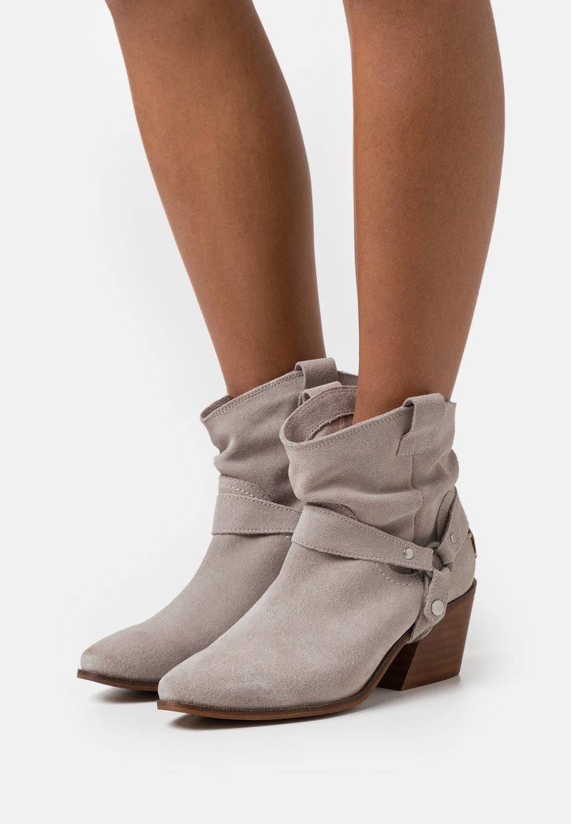 Musse & Cloud - CAMILA - Cowboy/biker ankle boot - ice