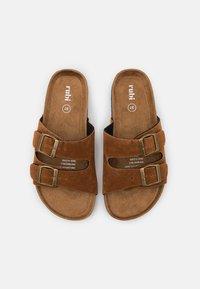 Rubi Shoes by Cotton On - REX DOUBLE BUCKLE SLIDE VEGAN - Mules - tobacco rough - 5