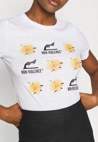ONLY - ONLNON VIOLENCE LIFE - Print T-shirt - bright white - 5