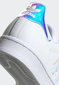 adidas Originals - SUPERSTAR - Baskets basses - ftwwht goldmt cblack - 9