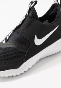 Nike Performance - FLEX RUNNER UNISEX - Obuwie do biegania treningowe - black/white - 2