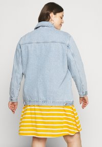 New Look Curves - JACKET - Denim jacket - light blue - 2