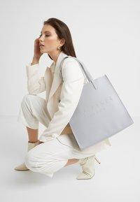 Ted Baker - SOOCON - Tote bag - light grey - 1