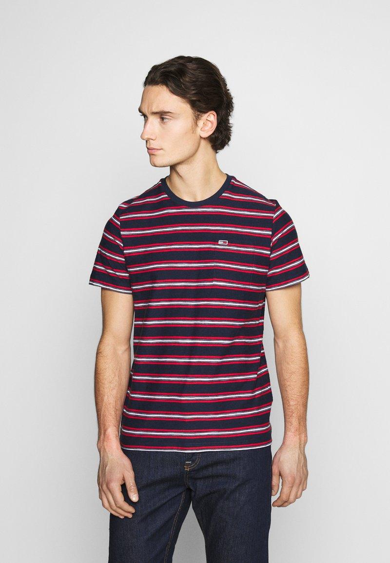 Tommy Jeans - STRIPE TAB TEE - Print T-shirt - twilight navy
