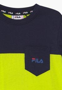 Fila - MARCO BLOCKED  - Print T-shirt - lime popsicle/black iris - 2