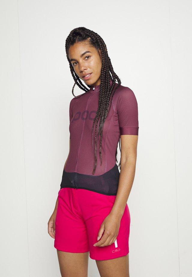 ESSENTIAL ROAD LOGO - Print T-shirt - propylene red/dark propylene red