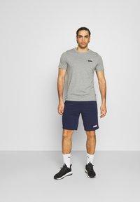Puma - EMBROIDERY LOGO TEE - T-shirts basic - medium gray heather - 1
