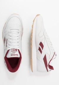 Reebok Classic - Sneakersy niskie - porcelain/merlot - 1