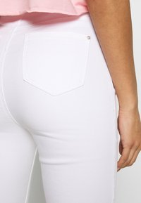 Missguided - VICE HIGH WAISTED - Jeans Skinny Fit - white - 3