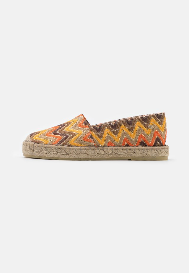 Espadrilles - brown color blocking
