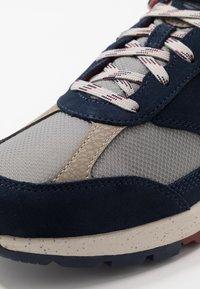 Timberland - FIELD TREKKER - Sneaker low - navy - 5