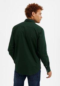 WE Fashion - SLIM FIT  - Camicia - dark green - 2