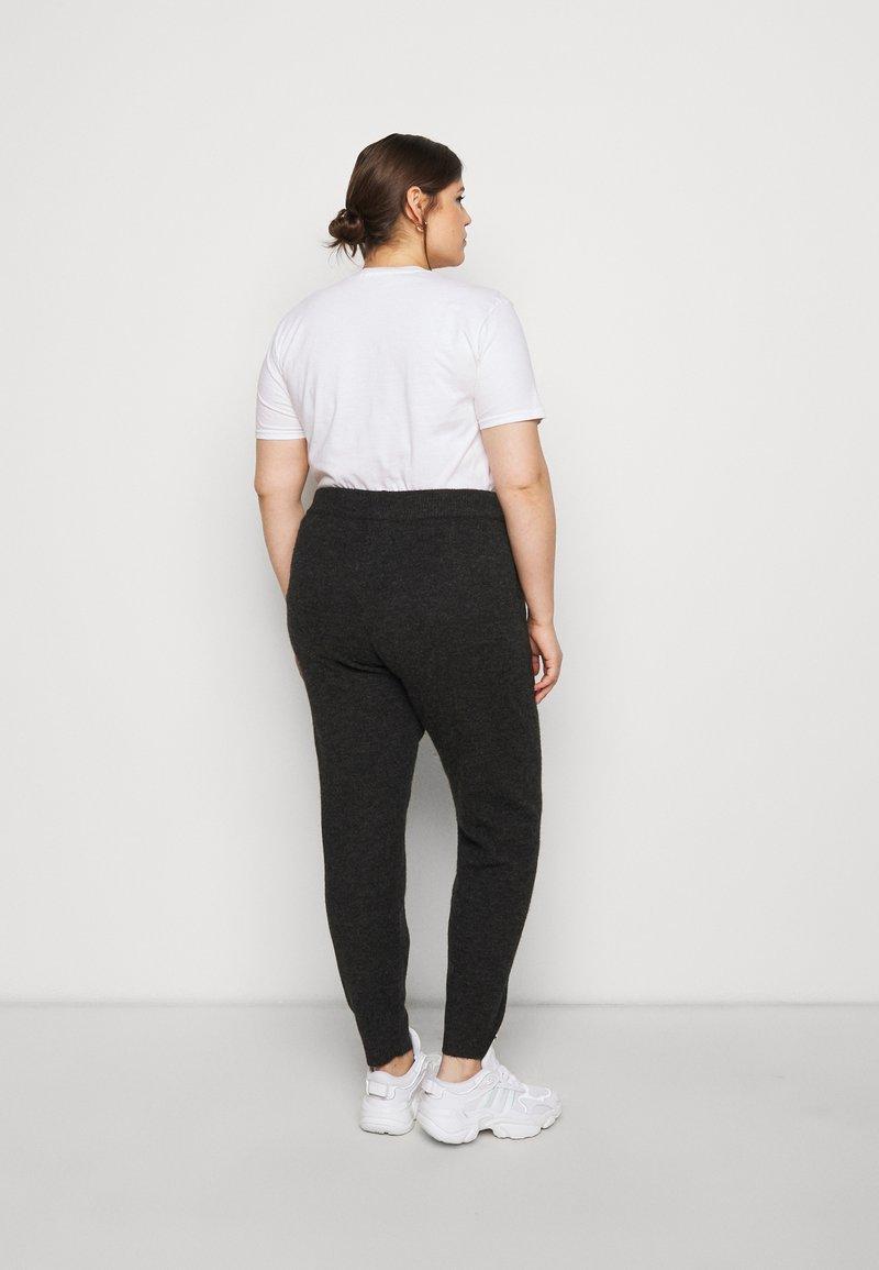 Vero Moda Curve - VMVELAN PANT  - Tracksuit bottoms - dark grey