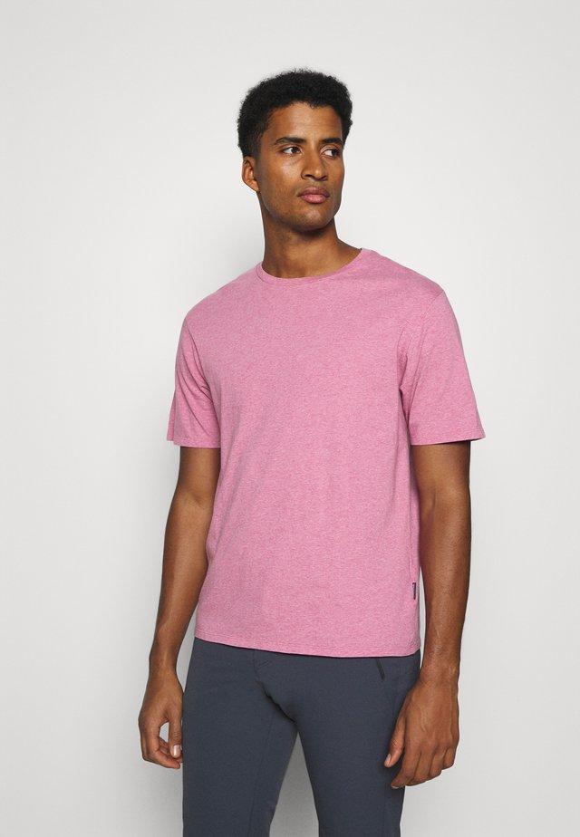 ROAD TO REGENERATIVE LIGHTWEIGHT TEE - T-shirt basic - marble pink