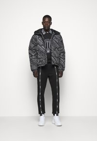 Versace Jeans Couture - QUILTED JACKET - Down jacket - nero - 1