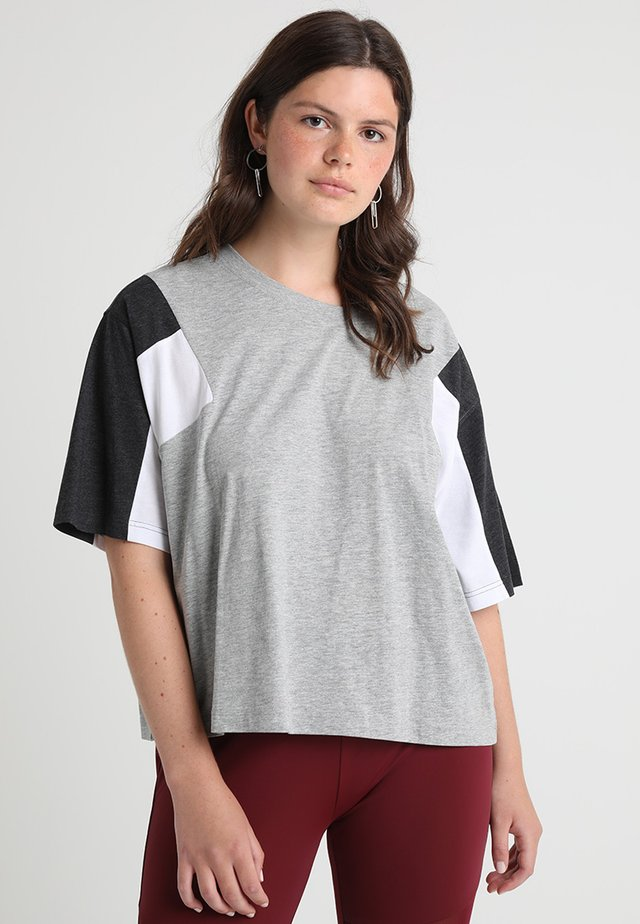 3-TONE SHORT - T-shirt print - grey/charcoal/white