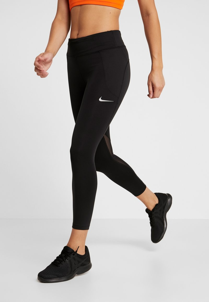 Nike Performance - FAST CROP - Legginsy - black/reflective silver