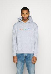 Mennace - PRIDE RAINBOW BLOCK LOGO HOODIE UNISEX  - Zip-up hoodie - grey - 0