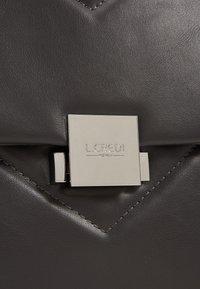 L. CREDI - FORTUNATA - Handbag - grau - 3