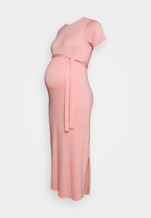 BELTED SIDE SPLIT MIDI - Žerzejové šaty - pale pink